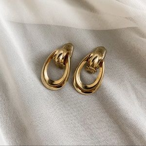 VTG Gold U Shape Cut Out Dangle Clip Earrings